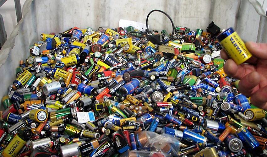 Много старых батареек